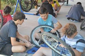 2017 Bike Maintenance class students